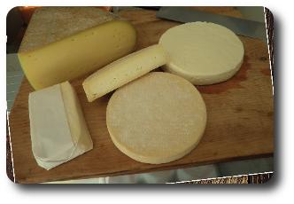 """Plateau de fromage <font size=""""2"""">(tome de nos montagnes, munster, blanc au cumin)</font>"""